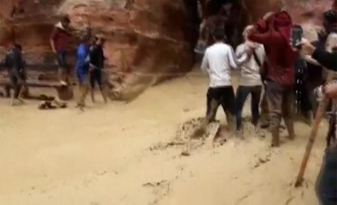 Ürdün'de sel felaketi: Ölü sayısı artıyor