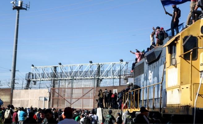 ABD'nin San Diego sınırında protesto, gözaltılar var