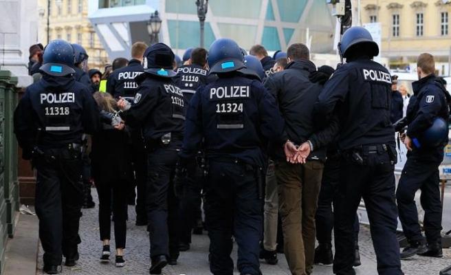Alman polisine 'olağanüstü' yetkiler