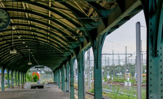 Almanya'da demir yolu çalışanlarının grevi ulaşımı aksattı