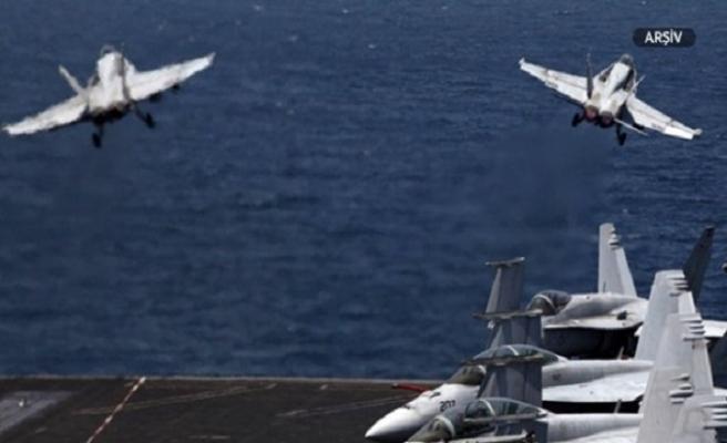 Amerikan uçakları birbirleriyle çarpıştı