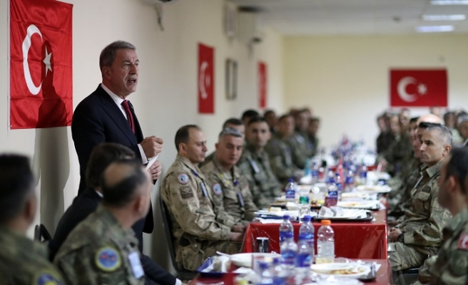 Bakan Akar'dan, Afganistan'daki Mehmetçik'e ziyaret