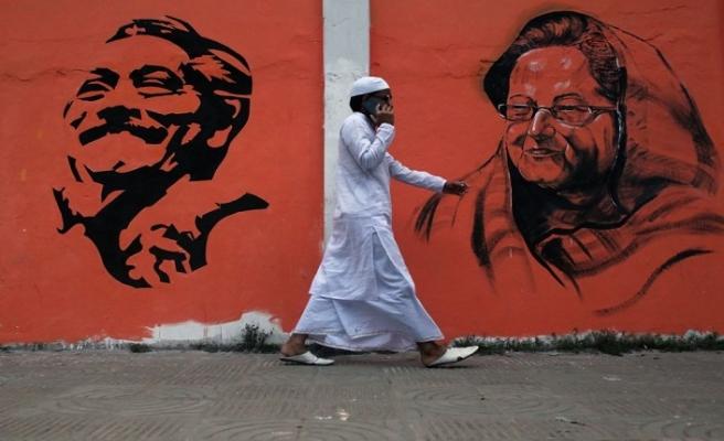 Bangladeş'te halk sandık başına gitti
