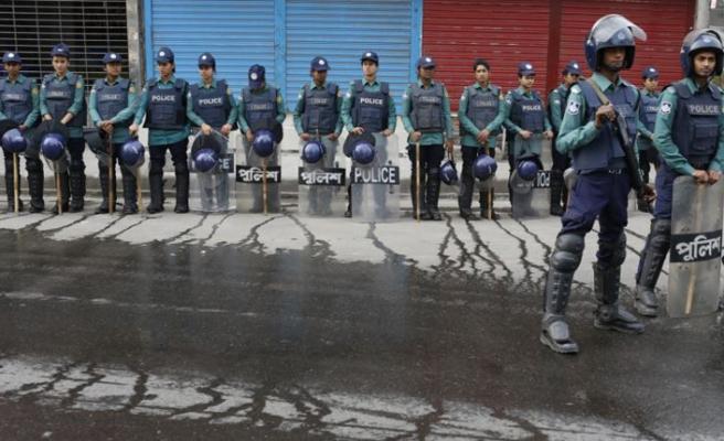 Bangladeş'te seçim öncesi askerler konuşlandı