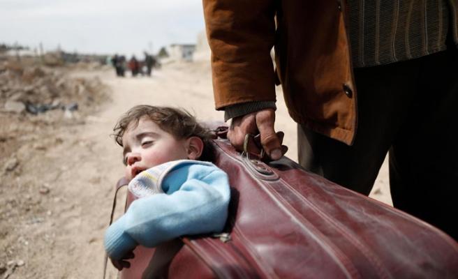 Dünyada 300 bin çocuk ailelerinden ayrı