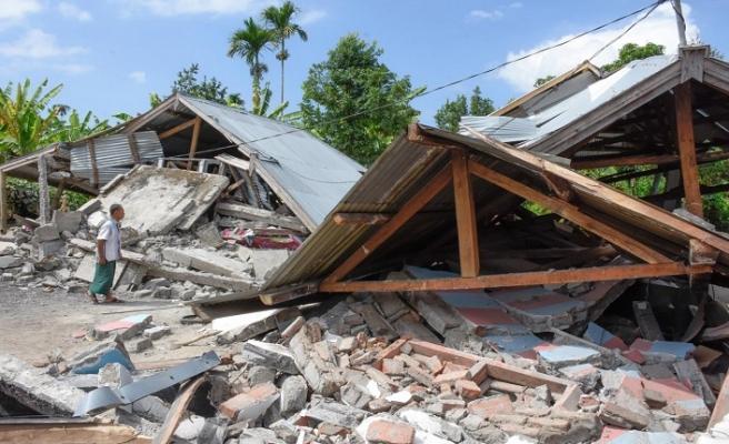 Endonezya'ya yine tsunami darbesi