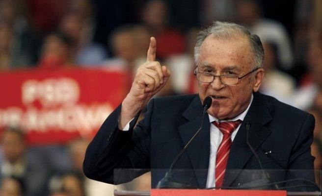 Eski başkanın röportajı Romanya'yı karıştırdı