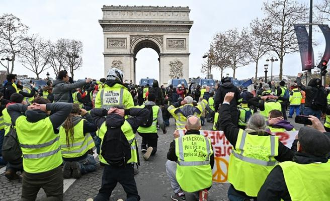 Fransa'daki gösteriler muhalefeti de korkutuyor