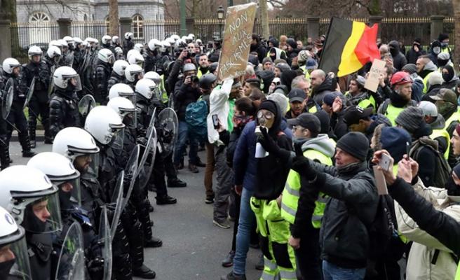 Belçika'da göçmen krizi başbakanı da götürdü