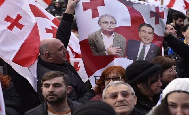 Gürcistan'da muhalefet iki hafta süre verdi