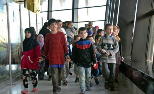 Irak'ta hapsolan DEAŞ üyelerinin çocukları Moskova'ya götürüldü