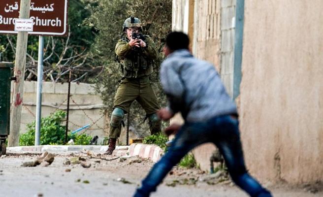 İşgal güçleri Filistinlileri gözaltına aldı
