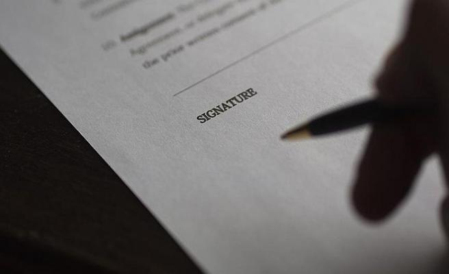 'İsrail yanlısı sözleşmeyi' imzalamadı işini kaybetti