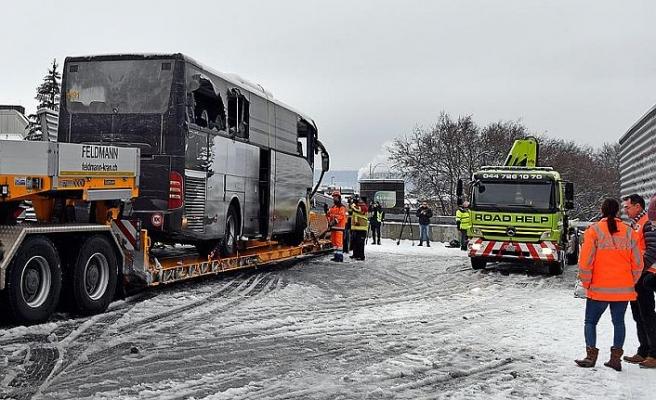 İsviçre'de turist otobüsü kaza yaptı: 1 ölü, 44 yaralı