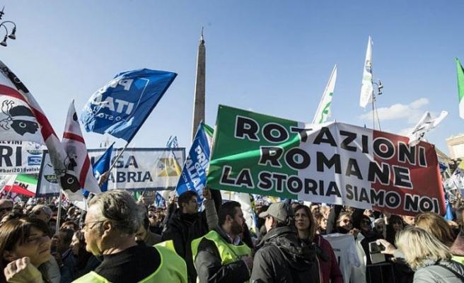 İtalya sağı 'İlk önce İtalyanlar' sloganıyla meydana indi