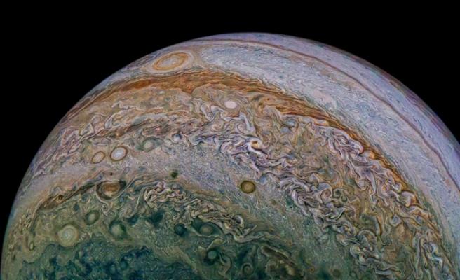 Jüpiter'den yeni görüntüler