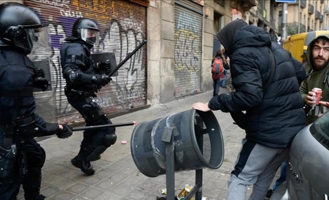 Katalonya'da İspanya karşıtı gösteri: 77 yaralı, 12 gözaltı