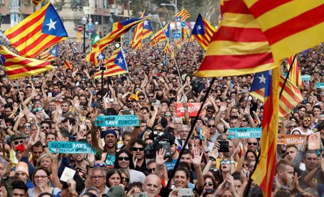 Katalonya'da eylemciler yolları kapattı