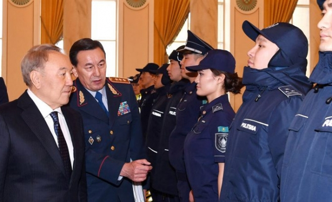 Kazak polis memurları yeniden yeterlilik testine tabi tutulacak