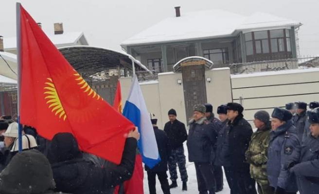 Kırgızlar Çin Büyükelçiliği önünde gösteri düzenledi