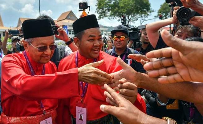 Malezya'da halk, ülke borçları için seferber oldu