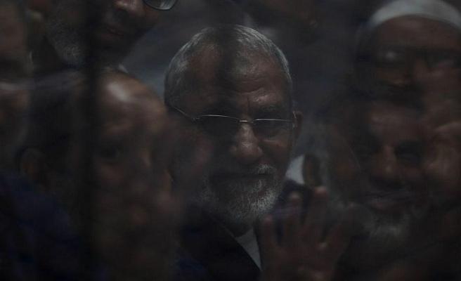 Mısırlı darbecilerden İhvan liderine yine müebbet