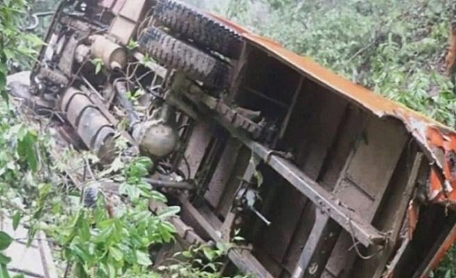 Nepal'de cenaze dönüşü uçurumdan yuvarlandılar: 20 ölü