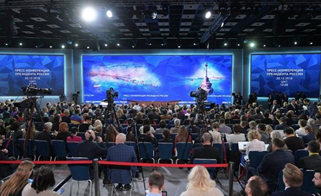 Putin yıl sonu toplantısı için basının karşısına geçti