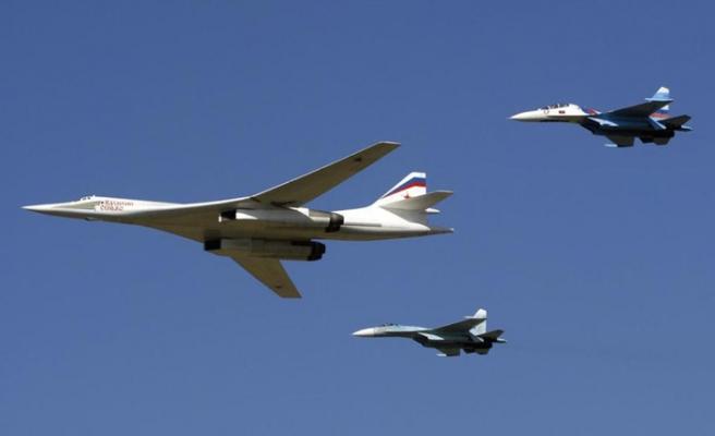 Rusya'dan Venezuela'ya 2 bombardıman uçağı