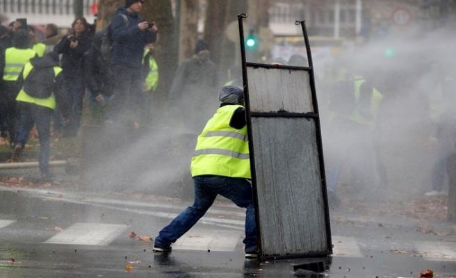 'Sarı yelekliler' Hollanda meydanlarında