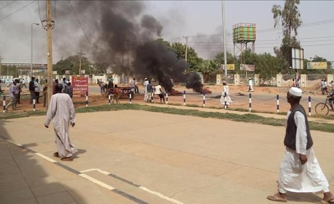 Sudan'da gösteriler 2 bölgeye daha sıçradı