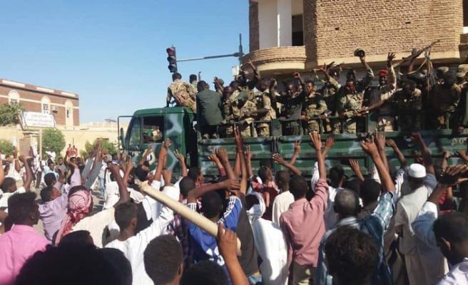 Sudan'da cumhurbaşkanlığı sarayına yürüyüş engellendi