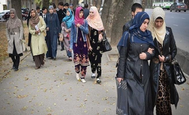 Tacikistan'da resmi kurumlarda başörtü yasağı için görüşmeler başladı
