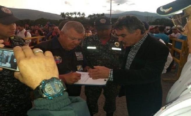 Venezuela ve Kolombiya'dan sınırdışı restleşmesi