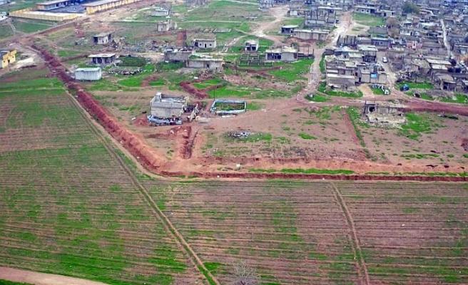 YPG/PKKlı teröristler Ayn el-Arap'ta kazıya başladı