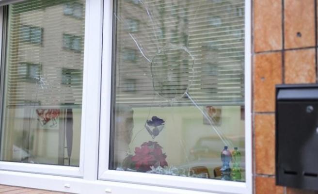 Almanya'da terör örgütü yandaşları TGB bürosuna saldırdı