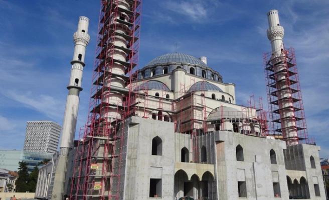 Balkanların en büyük camisi Arnavutluk'ta büyüyor
