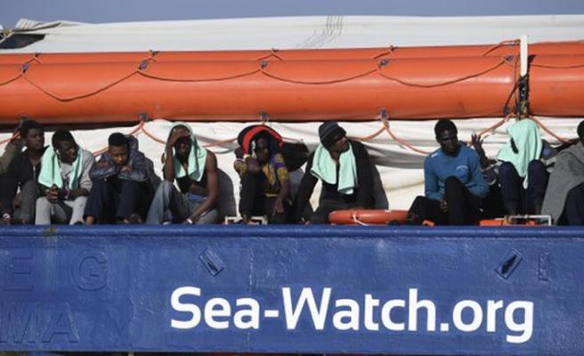 Denizde bekletilen 47 göçmen