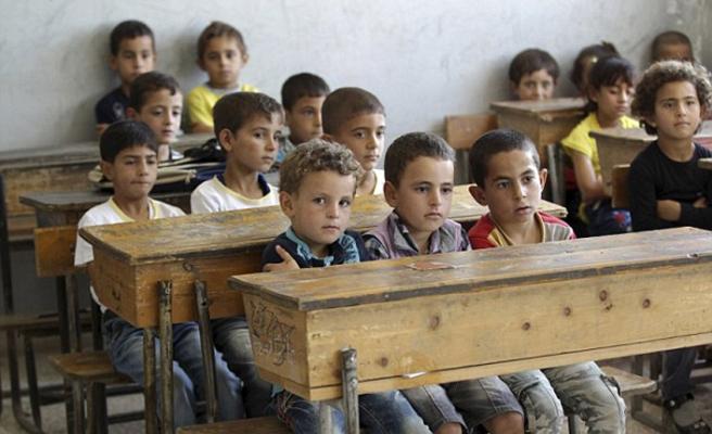 Esed saldırmaya devam ediyor, İdlib'de okullar tatil
