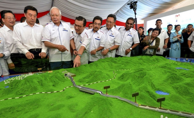 Eski Malezya Başbakanı Rezak'a kara para aklama suçlaması