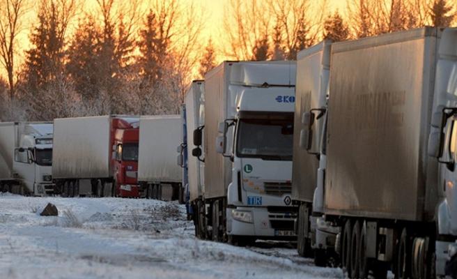 Geçişi durdurulan 1000 Türk kamyonu için Özbekistan'dan izin