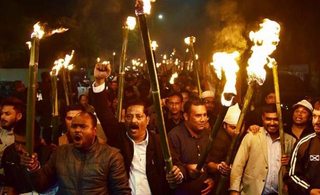 Hindistan bölücü ve sinsi Vatandaşlık Değişiklik Yasası'nı onayladı