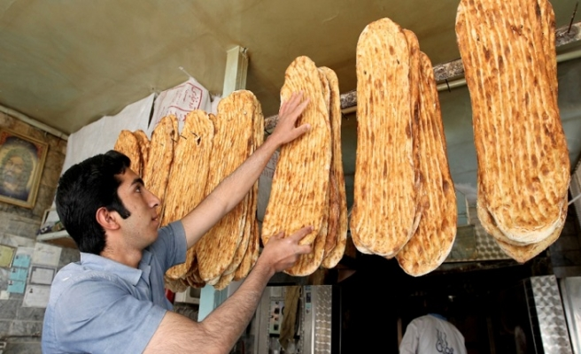 İran'da ekmek kaçakçılığı başladı