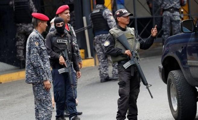 İspanya Venezuela'dan gazetecilerini istedi