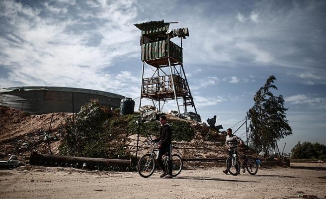 İsrail Gazze'de iki gözetleme kulesini vurdu