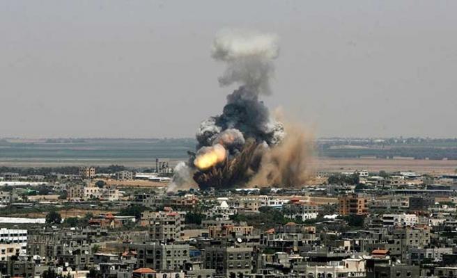 İsrail Gazze'ye havadan saldırdı