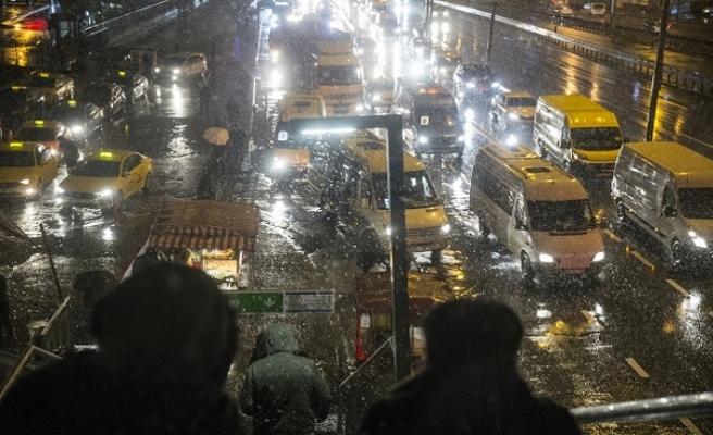 Kar İstanbul'un batısından giriş yaptı