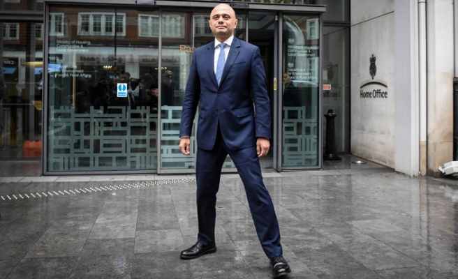 Kendisi göçmen Müslüman olan İngiliz bakandan göçmenlere donanma engeli