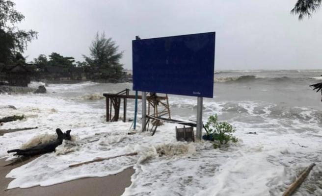 Pabuk fırtınası Tayland'ı vurmaya başladı