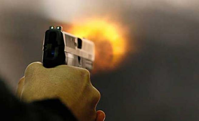Pakistan'da polis karakoluna bombalı saldırı